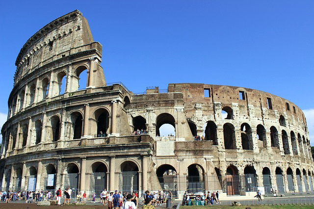 Панорамный вид на Колизей
