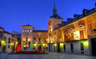 Маленькая Пласа-де-ла-Вилья в Мадриде (Испания)