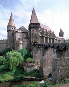 Замок Корвинов (Корвинешть) в Румынии