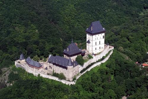 Панорамный вид на замок Карлштейн