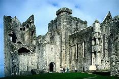 Замок на скале Кашел в Ирландии