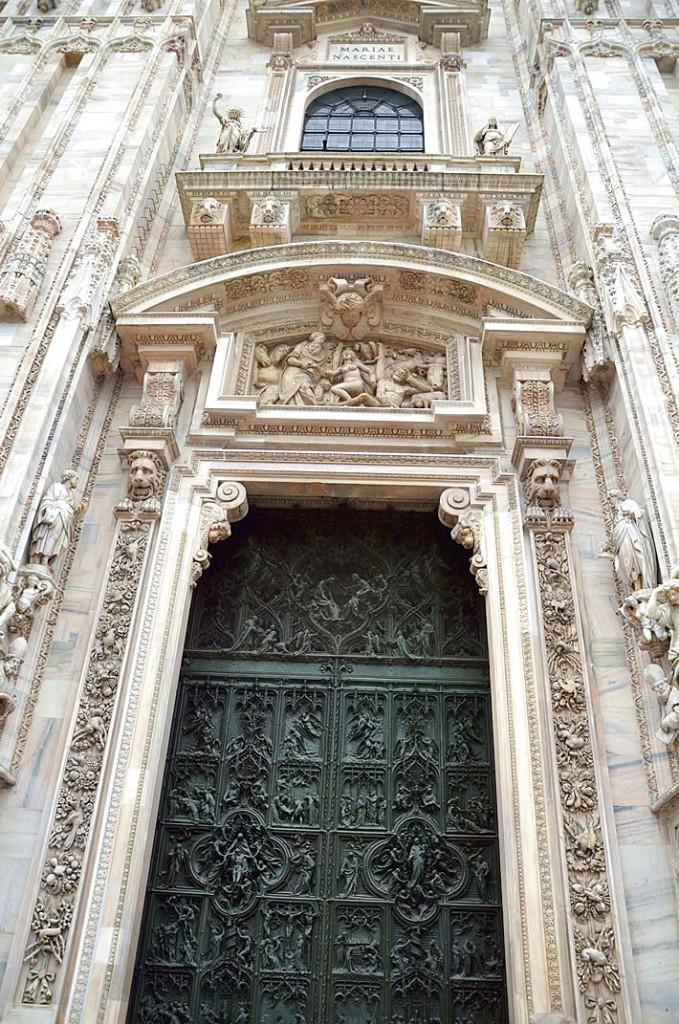 Центральный вход в Дуомо