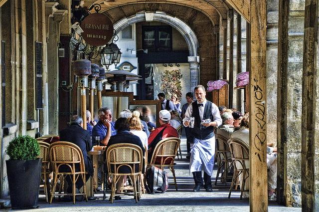 Кафе на площади Вогезов в Париже
