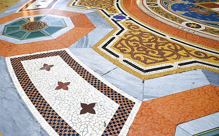Яркая мозаика галереи Виктора Эммануила II