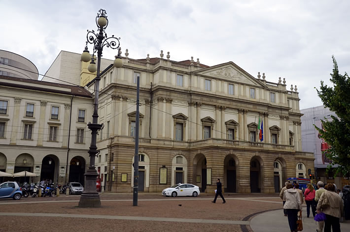 Фасад здания оперного театра Ла Скала
