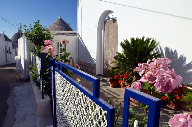 Где остановиться в Альберобелло? (Alberobello Hotels)