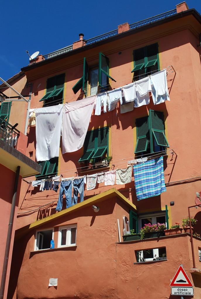 Любимое занятие итальянцев-южан - украшать свои дома вот таким оригинальным способом! Чинкве-Терре, где расположены фешенебельные курорты, не стало исключением...