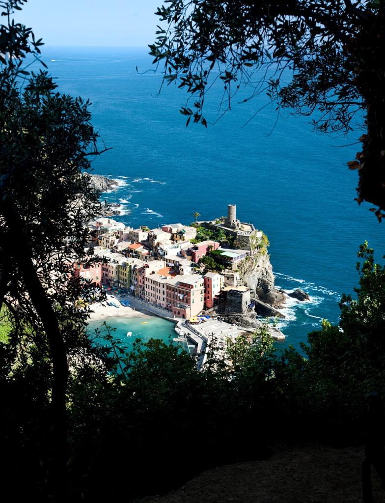 Если вы хотите увидеть самые красивые виды Италии, вам прямая дорога в Чинкве-Терре. Более захватывающих живописных и красочных пейзажей найти трудно!