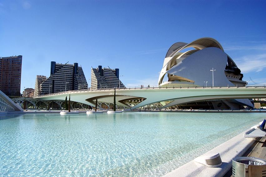 Океанариум далеко не единственная причина посетить Город наук и искусств Валенсии. Это грандиозный комплекс, где есть собственный планетарий бассейны и оранжереи