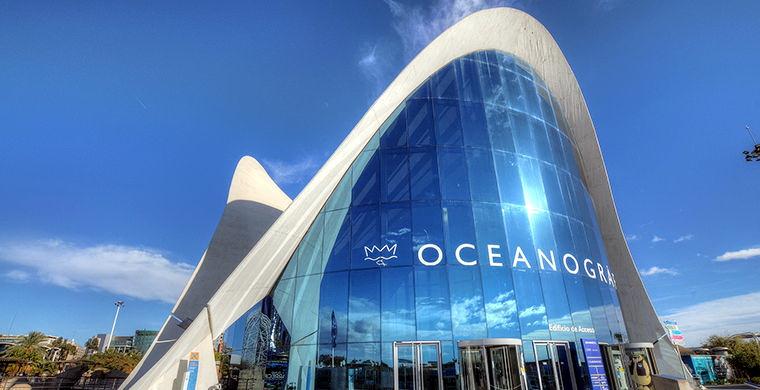 Но все же Океанографический музей, появившийся в городе наук и искусств Валенсии в 2002 году (т.е. гораздо позже других объектов), стал