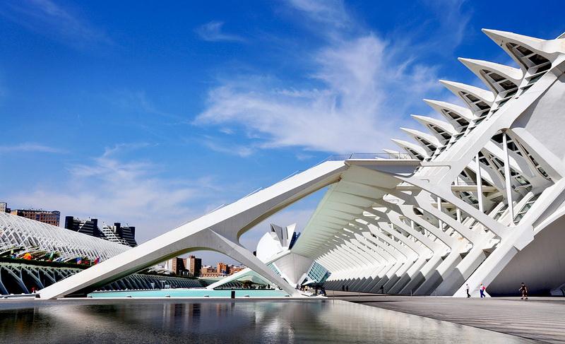Вот такой замысловатый дизайн. А вам по вкусу такие архитектурные линии?