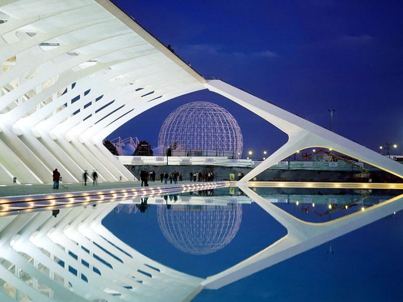 Город наук и искусств в Валенсии очень напоминает архитектурные чудеса Дубая и Абу-Даби