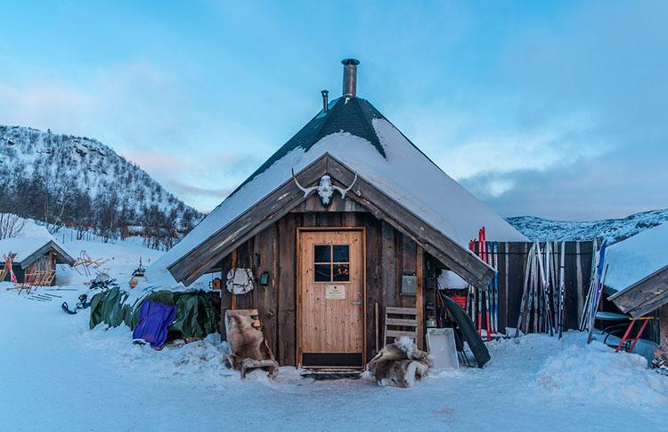 Скандинавская хижина на севере Норвегии
