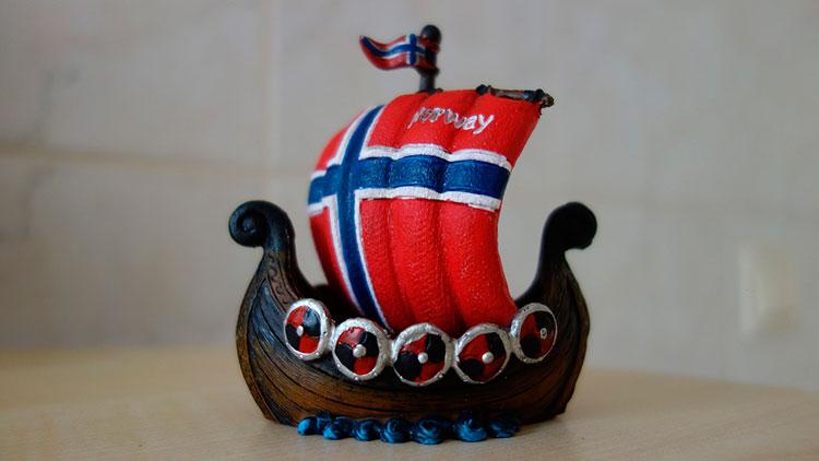 Сувениры из Норвегии: магнит на холодильник